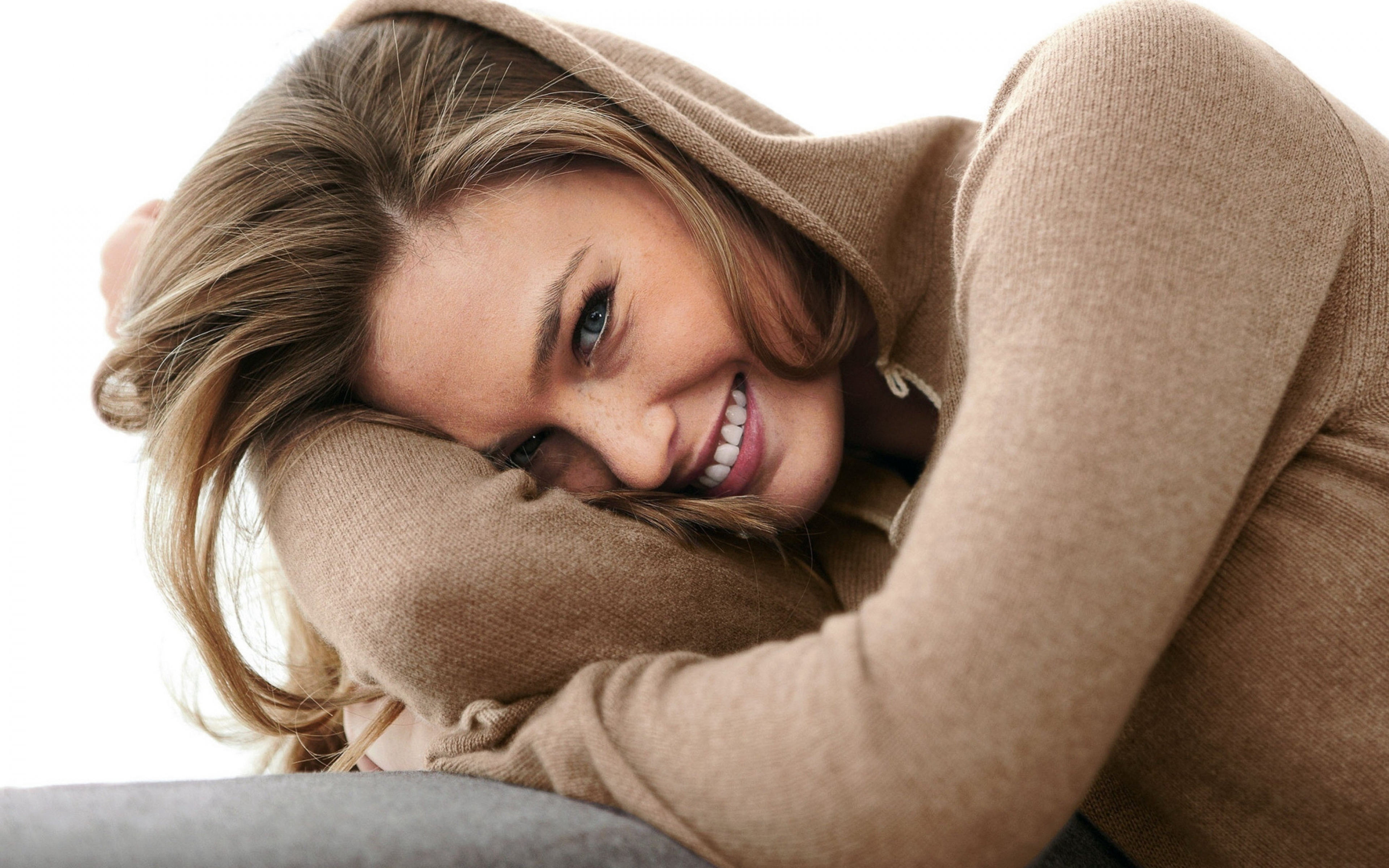 smiling woman images - HD 1440×900